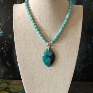 Necklace of dyed quartz pendant, dyed quartz beads and white quartz beads